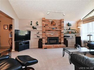 Photo 2: 1287 Lidgate Crt in VICTORIA: SW Strawberry Vale House for sale (Saanich West)  : MLS®# 740676
