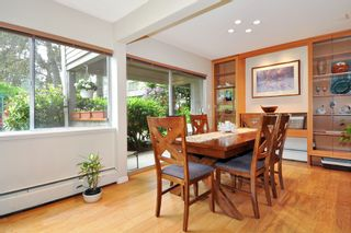 "Photo 5: 720 WESTVIEW Crescent in North Vancouver: Central Lonsdale Condo for sale in ""Cypress Gardens"" : MLS®# R2370300"