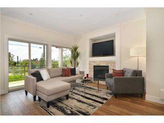 Photo 2: 638 W 15TH ST in North Vancouver: Hamilton 1/2 Duplex for sale : MLS®# V1017915