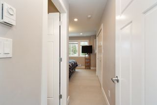 """Photo 15: 101 3333 DEWDNEY TRUNK Road in Port Moody: Port Moody Centre Townhouse for sale in """"CENTREPOINT"""" : MLS®# R2378597"""