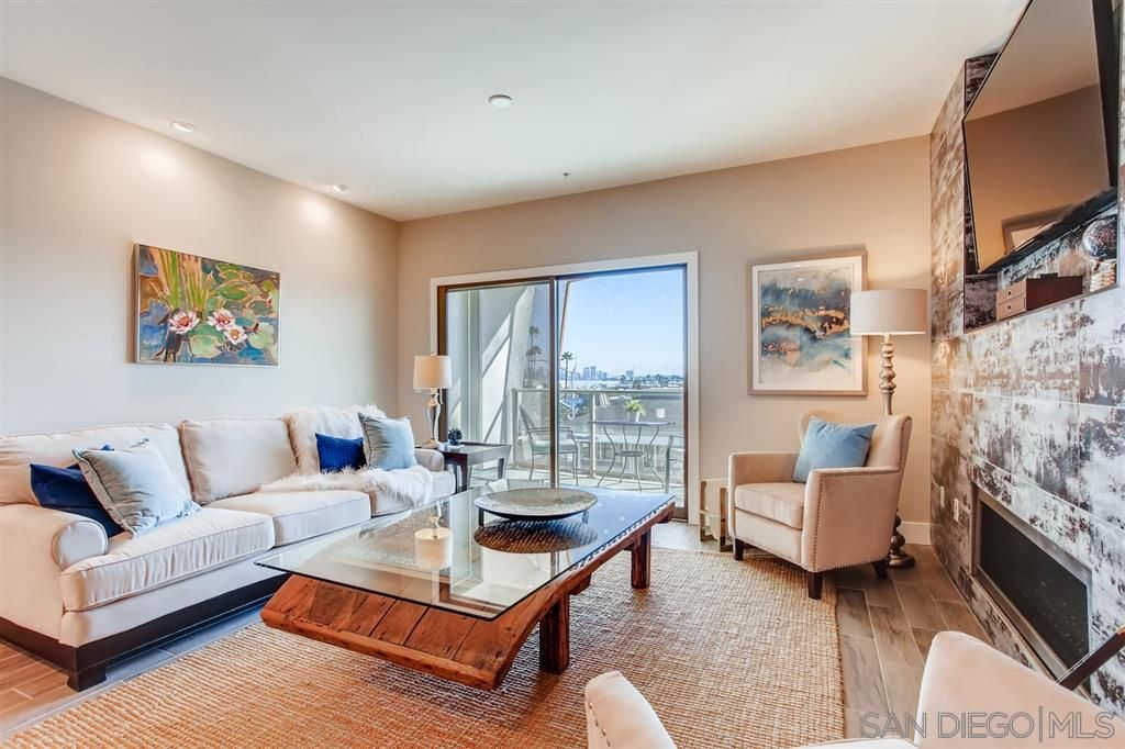Photo 5: Photos: Condo for sale : 3 bedrooms : 3025 Byron St in San Diego