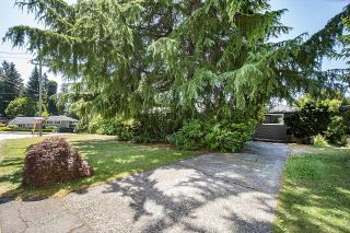 Photo 3: 555 LUCERNE Place in North Vancouver: Upper Delbrook House for sale : MLS®# R2599437