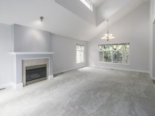 """Photo 3: 45 14877 33 Avenue in Surrey: King George Corridor Townhouse for sale in """"SANDHURST"""" (South Surrey White Rock)  : MLS®# R2513758"""