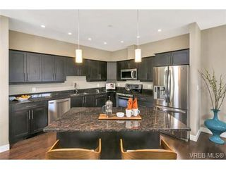 Photo 9: 3 2319 Chilco Rd in VICTORIA: VR Six Mile Row/Townhouse for sale (View Royal)  : MLS®# 728058