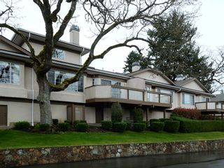 Photo 1: 40 901 Kentwood Lane in Saanich East: Townhouse for sale