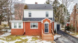 Photo 1: 56 Highland Avenue in Wolfville: 404-Kings County Residential for sale (Annapolis Valley)  : MLS®# 202104485