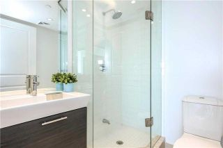 Photo 5: 386 Yonge St Unit #5711 in Toronto: Bay Street Corridor Condo for sale (Toronto C01)  : MLS®# C3611063