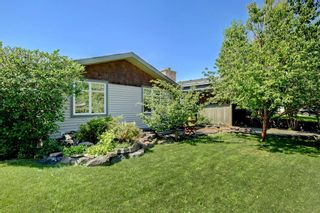 Photo 2: 4151 42 Street SW in Calgary: Glamorgan Detached for sale : MLS®# A1131147