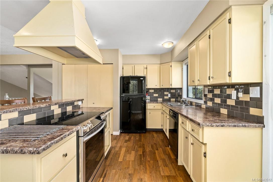 Photo 14: Photos: 950 Easter Rd in Saanich: SE Quadra House for sale (Saanich East)  : MLS®# 843512