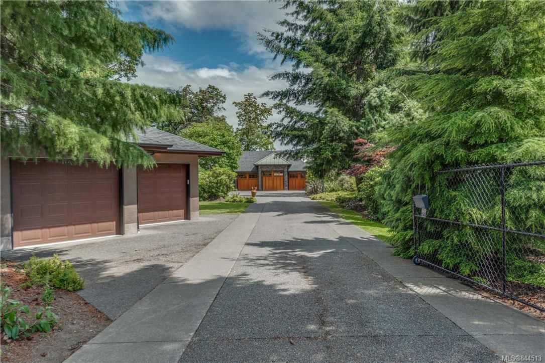 Main Photo: 2477 Prospector Way in Langford: La Florence Lake House for sale : MLS®# 844513