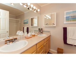 """Photo 11: 117 9012 WALNUT GROVE Drive in Langley: Walnut Grove Townhouse for sale in """"Queen Anne Green"""" : MLS®# R2184552"""