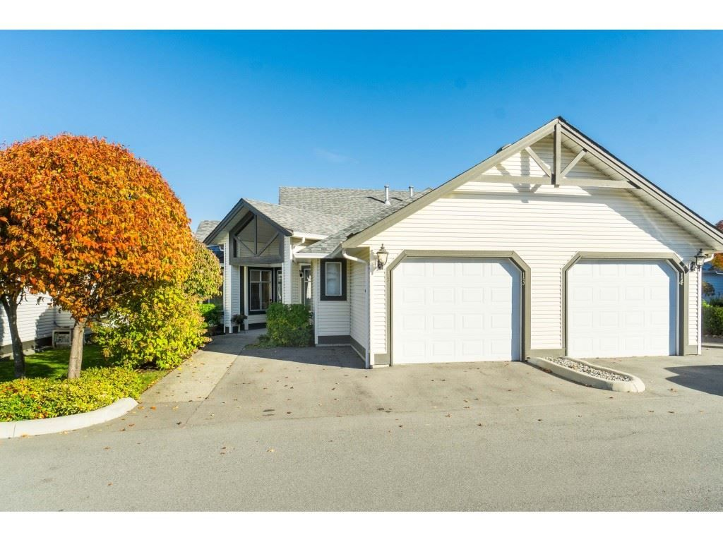 """Main Photo: 13 19649 53 Avenue in Langley: Langley City Townhouse for sale in """"Huntsfield Green"""" : MLS®# R2412498"""