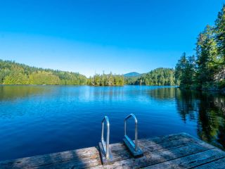 """Photo 9: 13702 CAMP BURLEY Road in Garden Bay: Pender Harbour Egmont House for sale in """"Mixal Lake"""" (Sunshine Coast)  : MLS®# R2485235"""