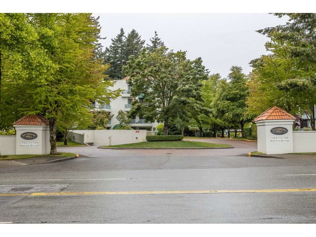 "Main Photo: 204 1725 MARTIN Drive in Surrey: Sunnyside Park Surrey Condo for sale in ""SOUTHWYND"" (South Surrey White Rock)  : MLS®# R2471785"