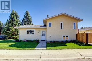 Photo 2: 95 Castle Crescent in Red Deer: House for sale : MLS®# A1144675