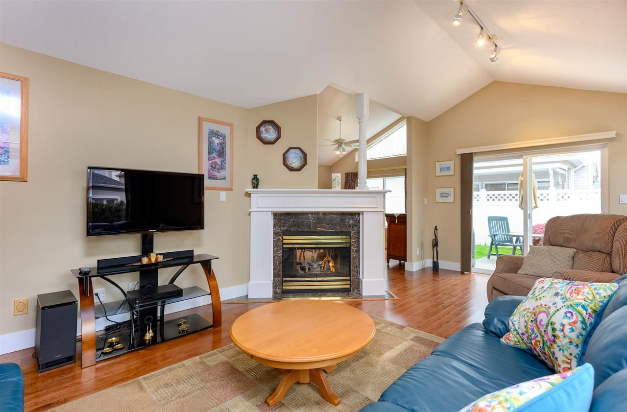 """Photo 4: Photos: 174 8485 YOUNG Road in Chilliwack: Chilliwack W Young-Well Townhouse for sale in """"Hazelwood Grove"""" : MLS®# R2452221"""