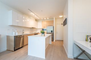 """Photo 3: 105 1621 HAMILTON Avenue in North Vancouver: Mosquito Creek Condo for sale in """"Heywood on the Park"""" : MLS®# R2393282"""