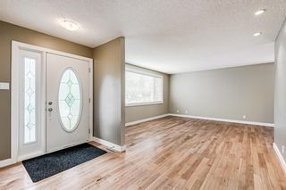 Photo 2: 6416 Larkspur Way SW in Calgary: North Glenmore Park Detached for sale : MLS®# A1127442