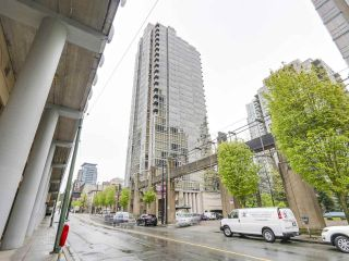 """Photo 15: 2202 930 CAMBIE Street in Vancouver: Yaletown Condo for sale in """"PACIFIC PLACE LANDMARK 2"""" (Vancouver West)  : MLS®# R2161898"""