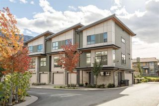 """Photo 1: 1157 NATURES Gate in Squamish: Downtown SQ Townhouse for sale in """"EAGLEWIND"""" : MLS®# R2215271"""
