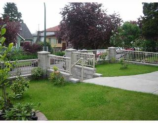 Photo 2: 2623 E 7TH Ave in Vancouver: Renfrew VE House for sale (Vancouver East)  : MLS®# V649455