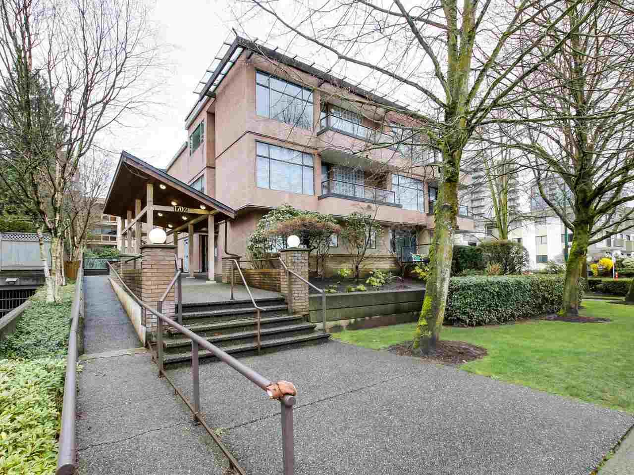 Main Photo: 301 1702 CHESTERFIELD Avenue in North Vancouver: Central Lonsdale Condo for sale : MLS®# R2044058