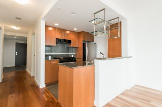 """Photo 10: 2302 583 BEACH Crescent in Vancouver: Yaletown Condo for sale in """"Park West 2 Yaletown"""" (Vancouver West)  : MLS®# R2179212"""
