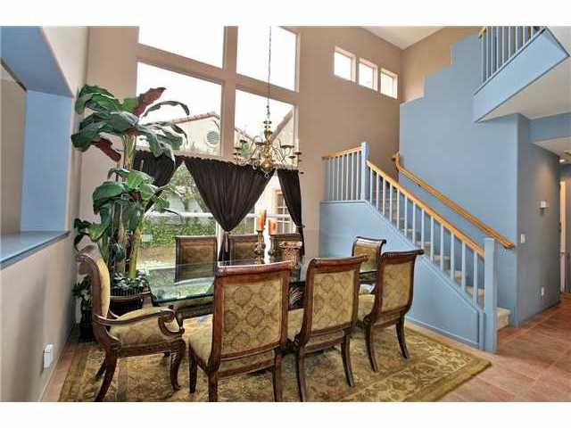 Photo 4: Photos: EAST ESCONDIDO House for sale : 5 bedrooms : 2329 FALLBROOK PLACE in ESCONDIDO