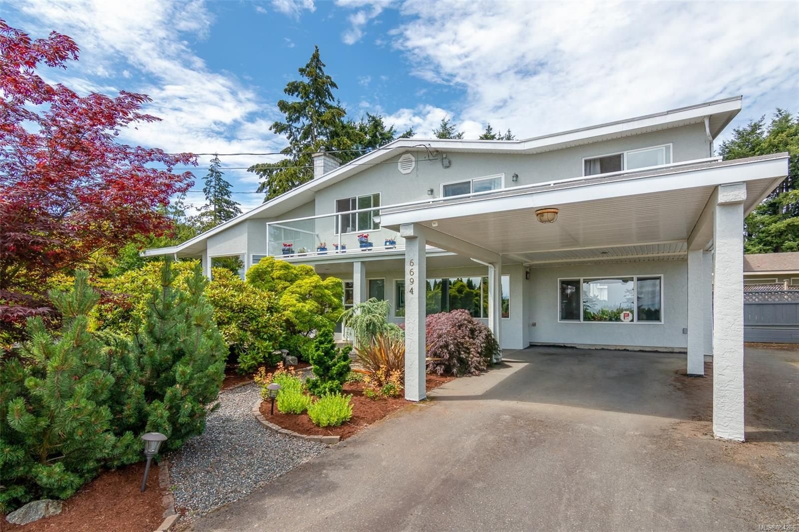 Main Photo: 6694 Tamany Dr in : CS Tanner House for sale (Central Saanich)  : MLS®# 854266