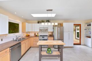 Photo 8: 7826 Wallace Dr in Central Saanich: CS Saanichton House for sale : MLS®# 878403