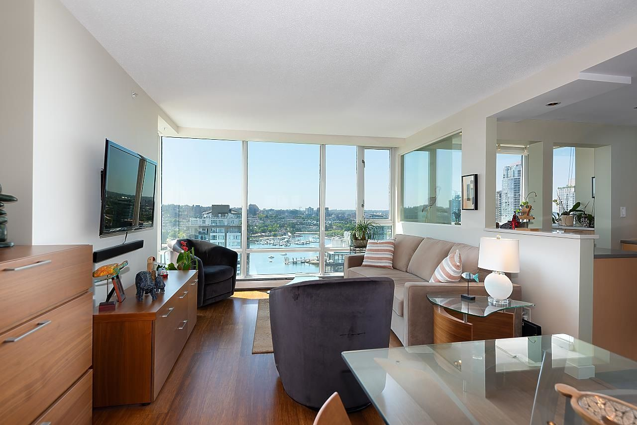 """Main Photo: 2701 1201 MARINASIDE Crescent in Vancouver: Yaletown Condo for sale in """"The Peninsula"""" (Vancouver West)  : MLS®# R2602027"""