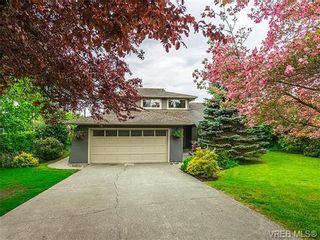 Photo 1: 599 Ridgegrove Ave in VICTORIA: SW Northridge House for sale (Saanich West)  : MLS®# 700992