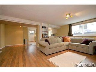 Photo 11: 2048 Newton St in VICTORIA: OB Henderson House for sale (Oak Bay)  : MLS®# 593355