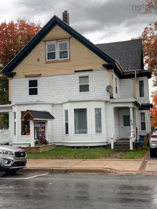Photo 2: 481 Main Street in Kentville: 404-Kings County Residential for sale (Annapolis Valley)  : MLS®# 202125881
