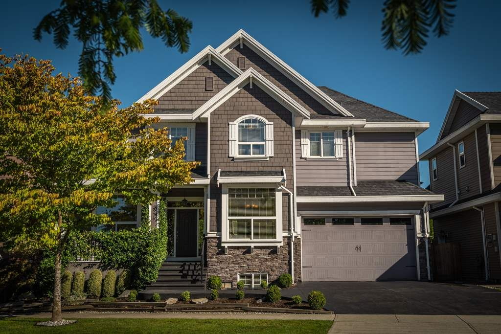 Main Photo: 5976 163A Street in Surrey: Cloverdale BC House for sale (Cloverdale)  : MLS®# R2504029