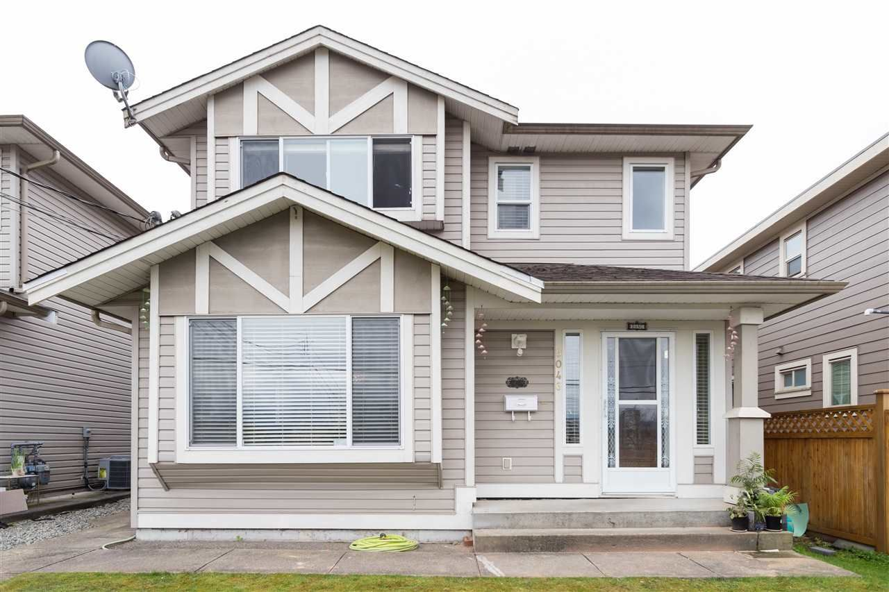 Photo 2: Photos: 5046 MANOR Street in Burnaby: Central BN 1/2 Duplex for sale (Burnaby North)  : MLS®# R2441372