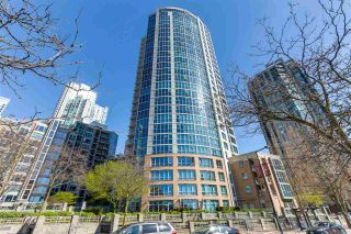 """Photo 3: 2205 388 DRAKE Street in Vancouver: Yaletown Condo for sale in """"GOVERNOR'S TOWNER"""" (Vancouver West)  : MLS®# R2276947"""