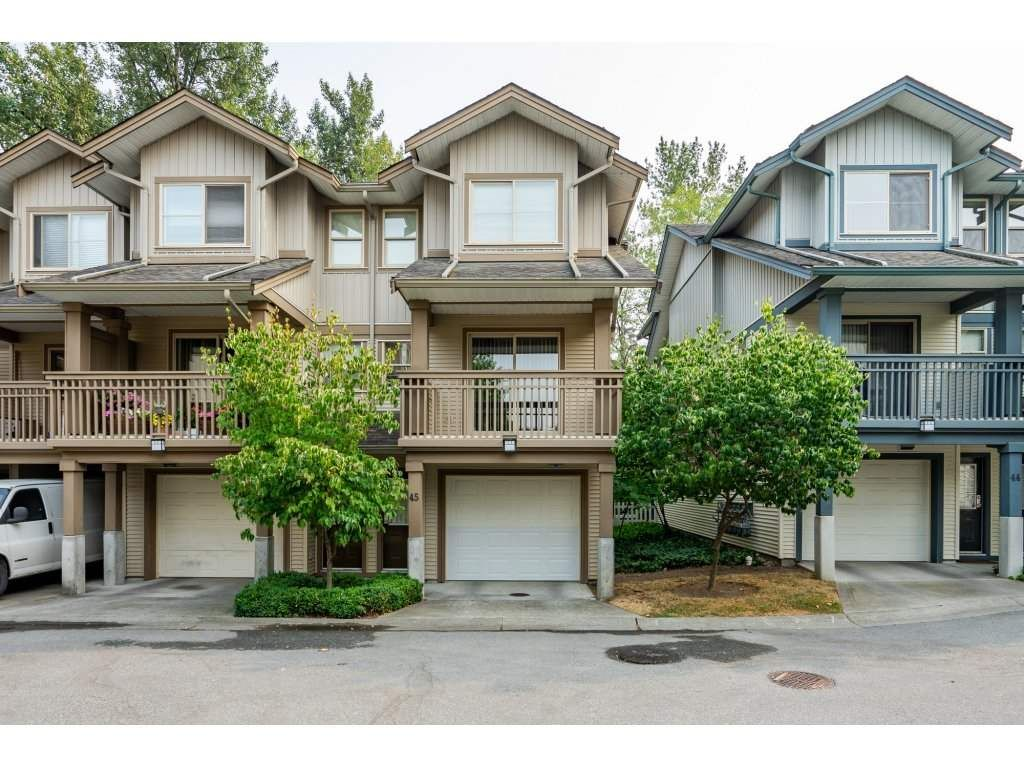 """Main Photo: 45 19250 65 Avenue in Surrey: Clayton Townhouse for sale in """"SUNBERRY COURT"""" (Cloverdale)  : MLS®# R2297371"""