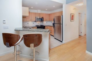 "Photo 8: 2575 EAST Mall in Vancouver: University VW Townhouse for sale in ""LOGAN LANE"" (Vancouver West)  : MLS®# R2302222"