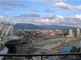 Photo 2: 3101 33 SMITHE Street in Vancouver: False Creek North Condo for sale (Vancouver West)  : MLS®# V876423