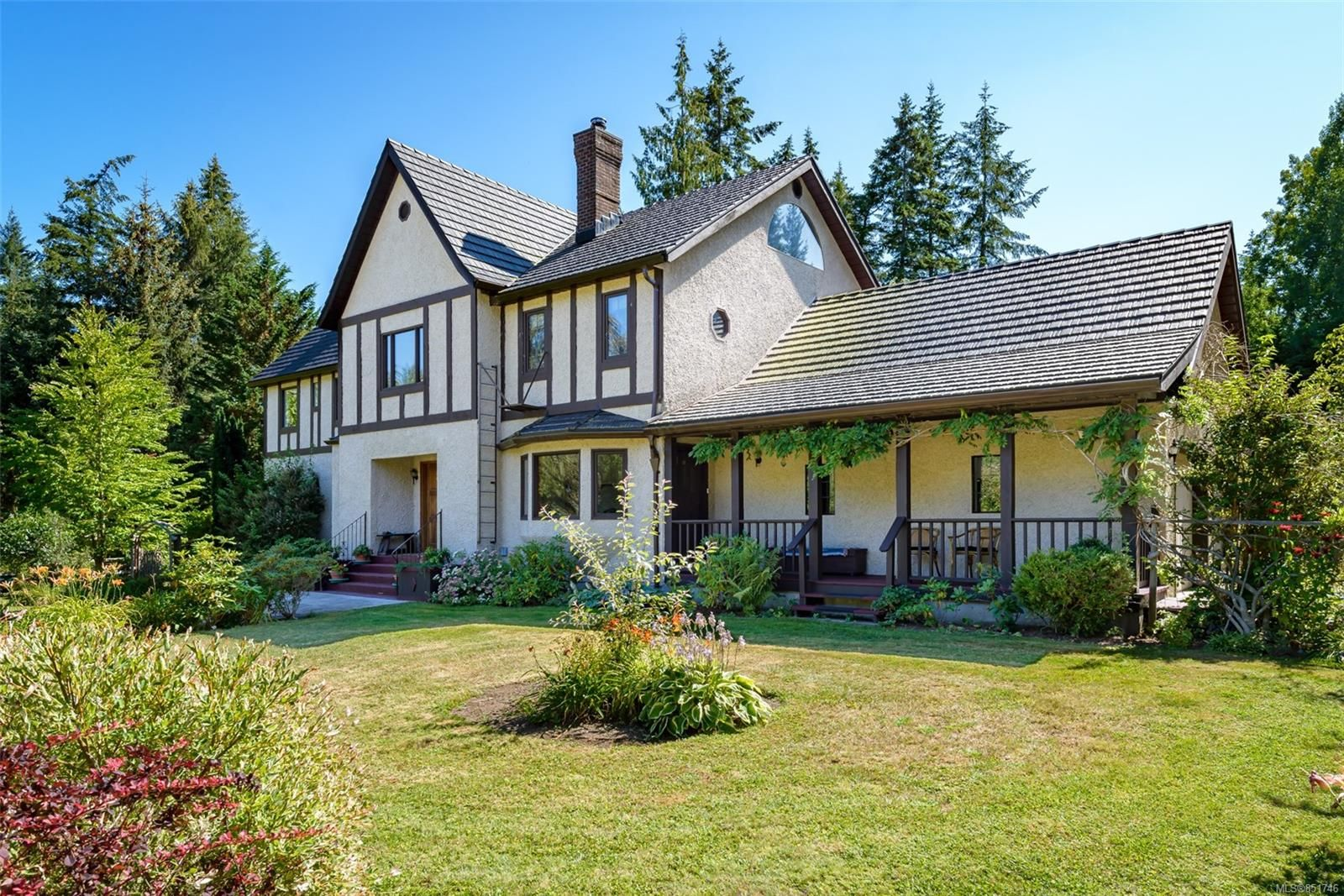 Main Photo: 6620 Rennie Rd in : CV Courtenay North House for sale (Comox Valley)  : MLS®# 851746