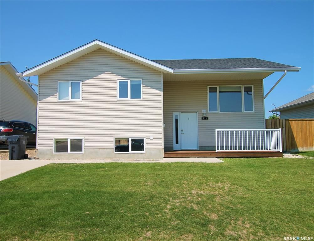Main Photo: 813 Lochwood Place in Swift Current: Highland Residential for sale : MLS®# SK863485