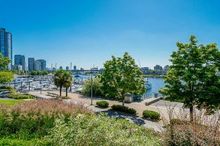 """Photo 29: TH112 1288 MARINASIDE Crescent in Vancouver: Yaletown Townhouse for sale in """"Crestmark 1"""" (Vancouver West)  : MLS®# R2587064"""