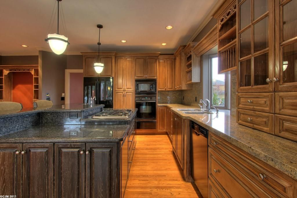 Main Photo: 2299 Lillooet Crescent in Kelowna: Other for sale : MLS®# 10038123