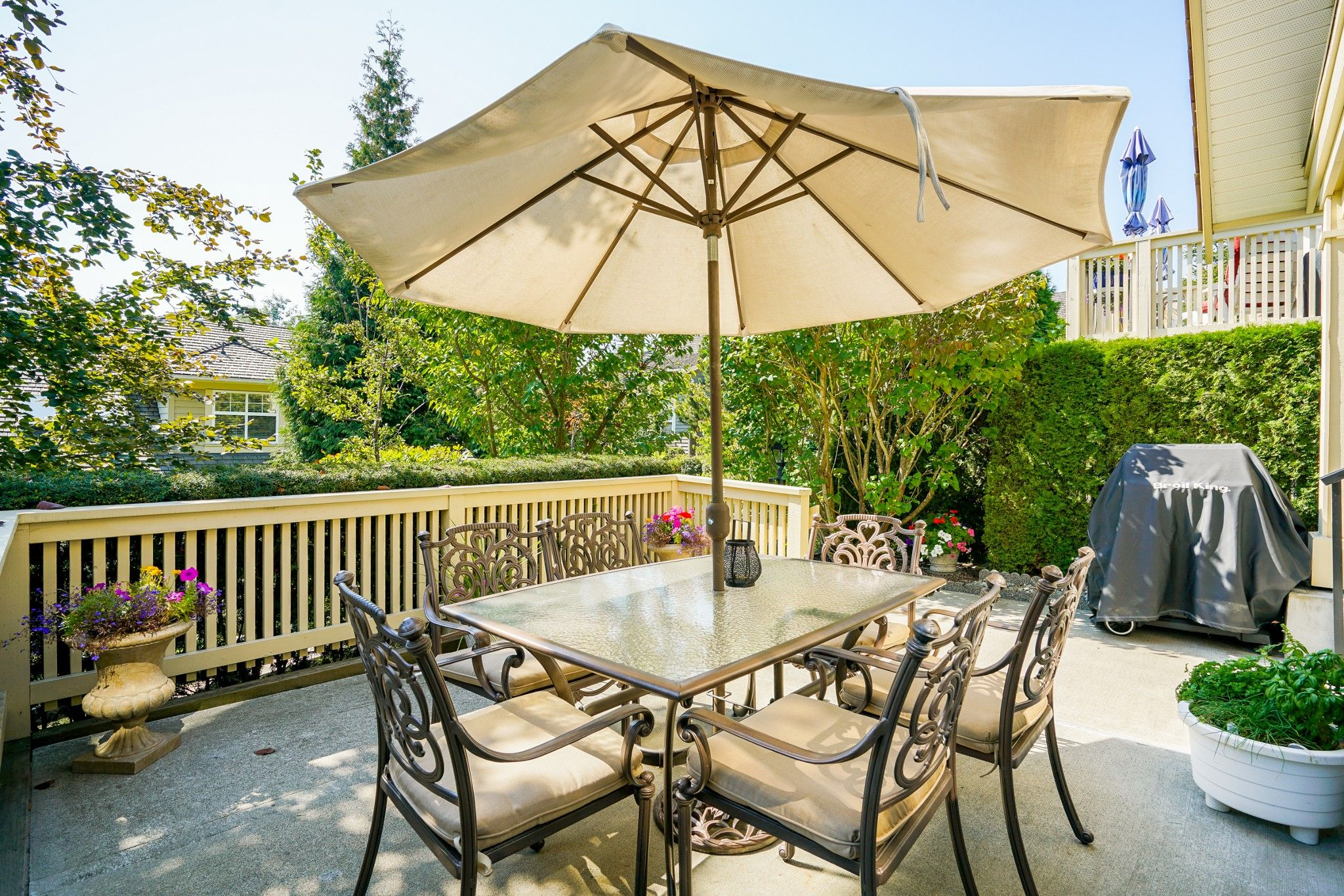"""Main Photo: 41 15450 ROSEMARY HEIGHTS Crescent in Surrey: Morgan Creek Townhouse for sale in """"CARRINGTON"""" (South Surrey White Rock)  : MLS®# R2301831"""