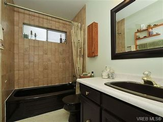 Photo 10: 1070 Lucas Ave in VICTORIA: SE Lake Hill House for sale (Saanich East)  : MLS®# 642307