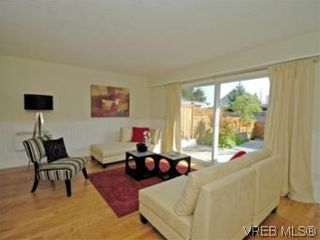 Photo 2: 9 10145 Third St in SIDNEY: Si Sidney North-East Row/Townhouse for sale (Sidney)  : MLS®# 534132