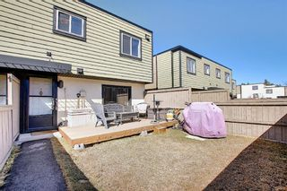 Photo 2: 22 3809 45 Street SW in Calgary: Glenbrook Row/Townhouse for sale : MLS®# A1090876
