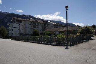 "Photo 15: 8 1201 PEMBERTON Avenue in Squamish: Downtown SQ Condo for sale in ""EAGLE GROVE"" : MLS®# R2382161"