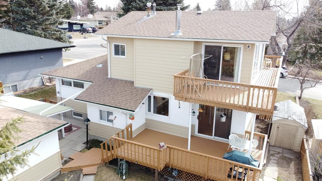 Main Photo: 64 Canyon Drive NW in Calgary: Collingwood Detached for sale : MLS®# A1091957